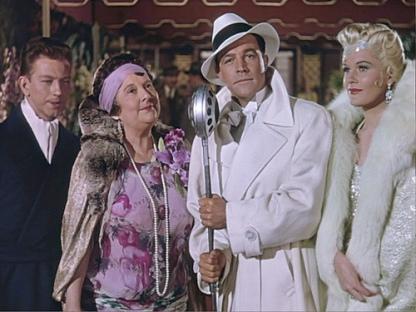 """A """"Cantant sota la pluja"""", Dan Lookwood (Gene Kelly) és un actor que ha escalat del vodevil a la gran pantalla."""
