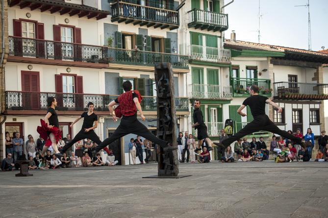 Kukai dancing conpany performs 'Gelajauziak'. Hondarribia (Basque Country) May 18, 2014. 'Gelajauziak' is a wonderfull piece based on traditional basque dancing pieces choreographed by the great Cesc Gelabert, a master of contemporary dancing. (gari Garailde / Bostok Photo)